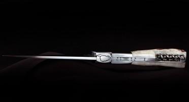 Vendetta Zuria knife with corkscrew - deer wood handle