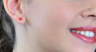 Boucles d'oreilles avec Perle en Corail de Bonifacio - fermoir à clou en Argent