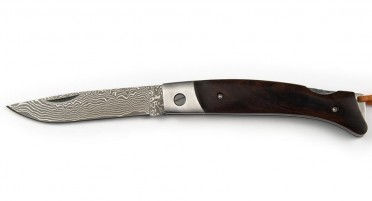 Corsican knife in walnut wood and blade in Damascus