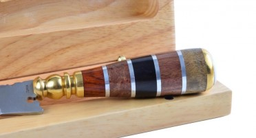 Stylet en bois panaché et œil de Ste Lucie - coffret en bois