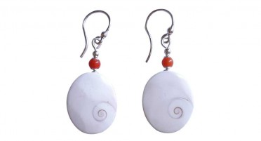 Dangling earrings eye of Saint Lucia and pearl in Coral - hook clasp